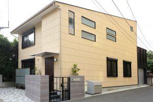色とテクスチャーにこだわった吉相のデザイン住宅
